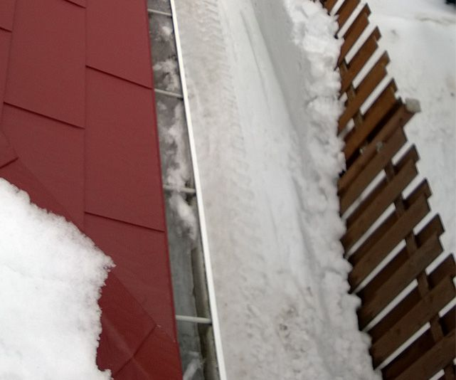 snow-ice-melting-inside-eavestroughs