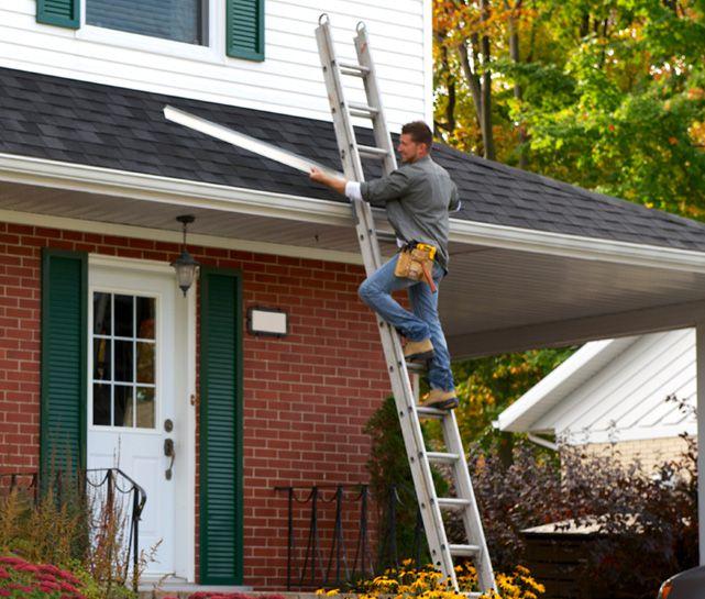 installer-in-ladder