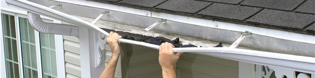 Gutter-standard-hangers-shingle-granules